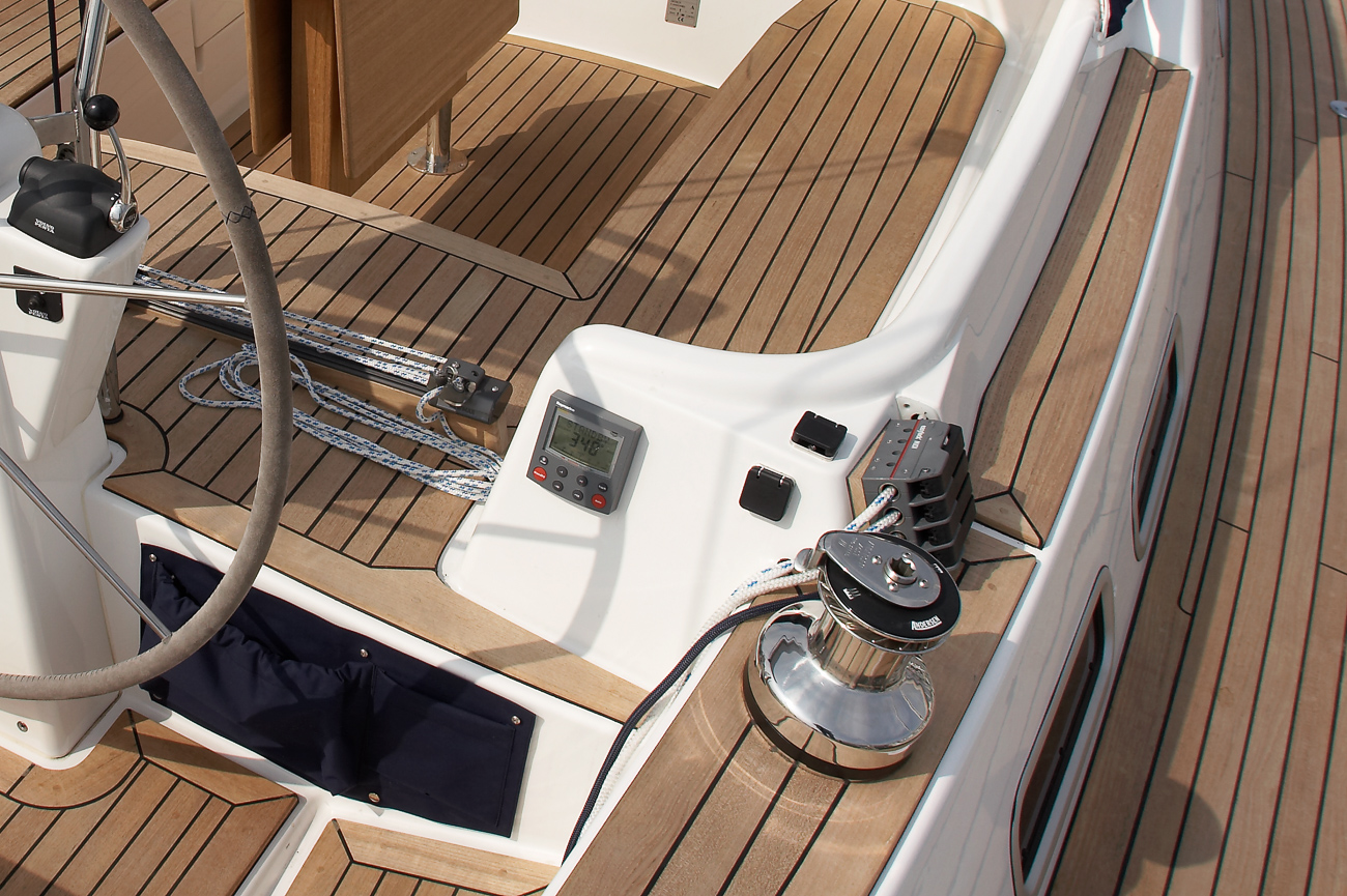 Nordship 40 deck saloon sail controls