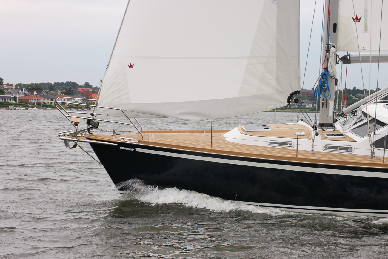 Sailing qualities of a Nordship 430 deck saloon
