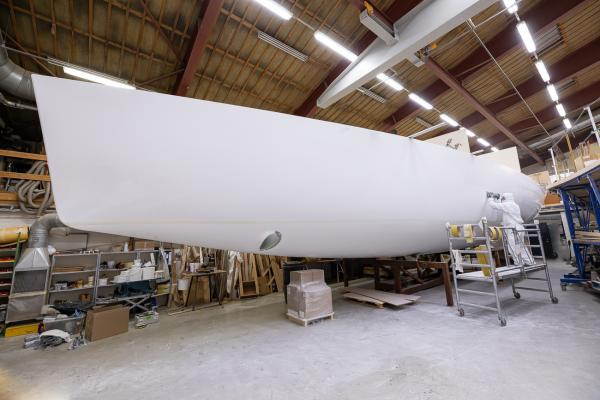 Polishing of the Nordship 570 DS hull