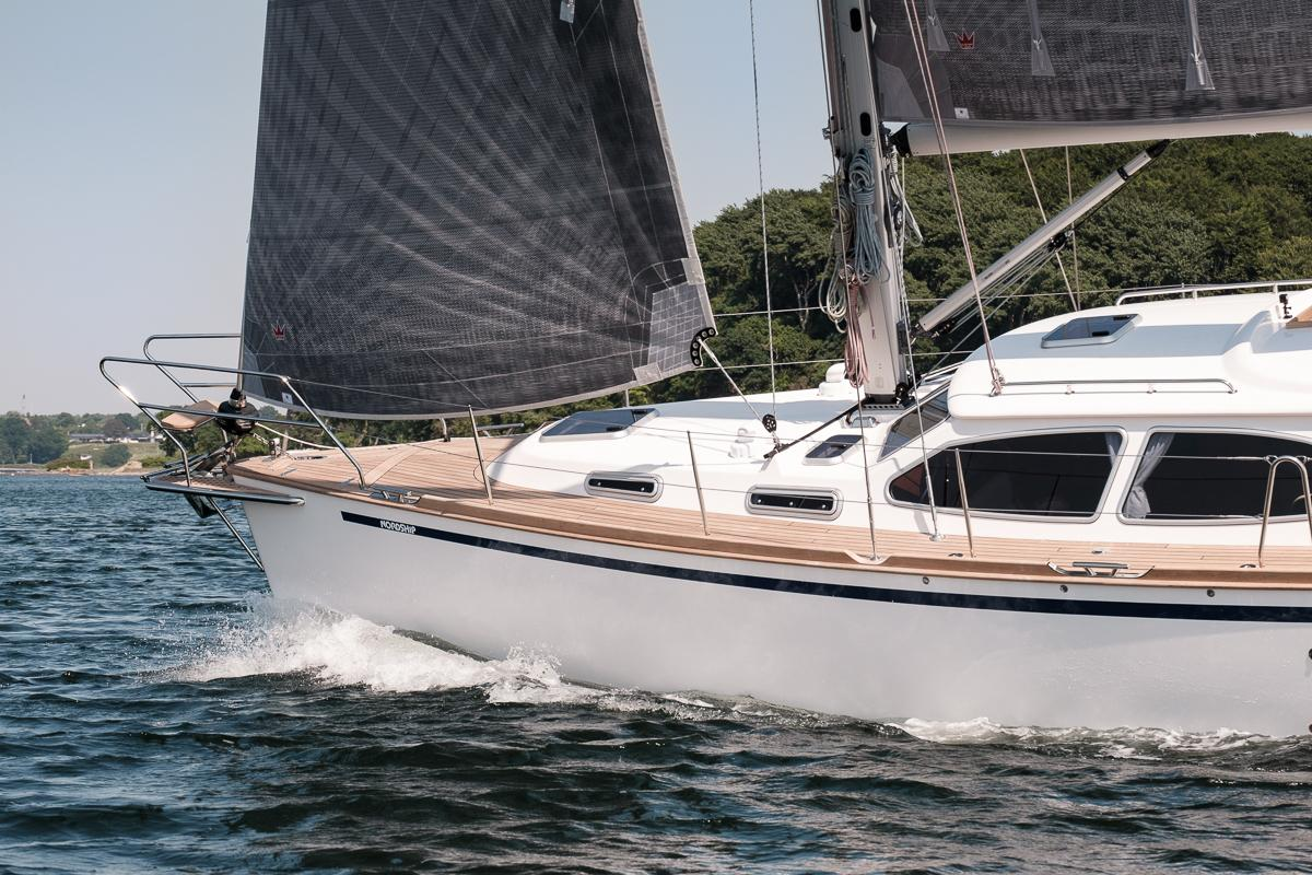Nordship 380 Deck Saloon self-tacking jib system