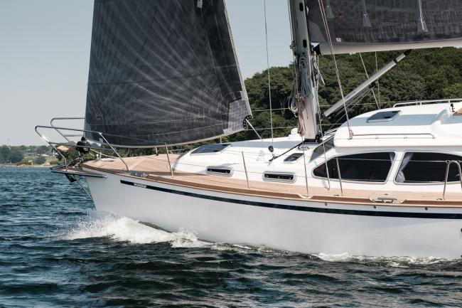 Custom build deck saloon yacht sailing